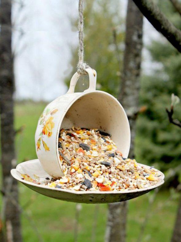 Кормушка для птиц из чашки