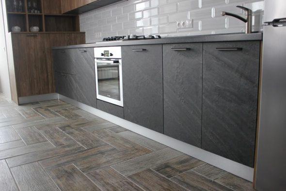Кухонный гарнитур с каменным шпоном