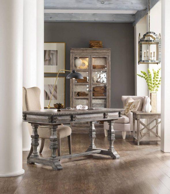 Интерьер с антикварной мебелью