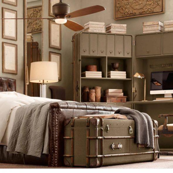 Сундук в интерьере спальни