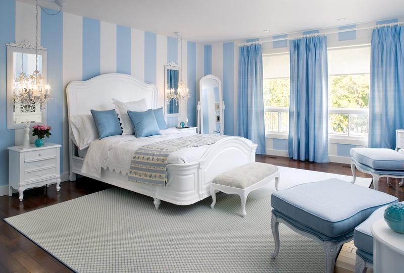Воздушная бело-голубая спальня: фото интерьеров для вдохновения