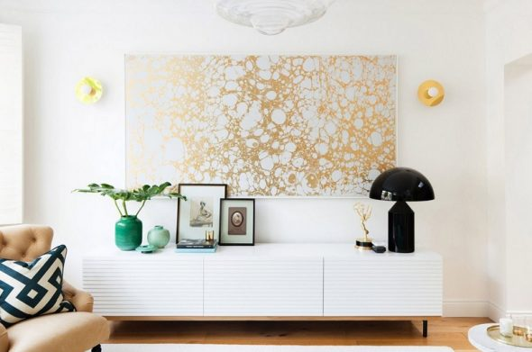 Картина из обоев на стене