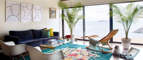Эклектичный интерьер дома у океана