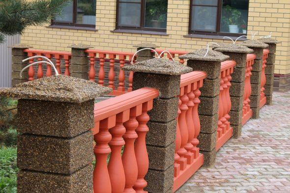 Ограждение из цветного бетона