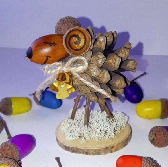 поделки из шишек и желудей для декора
