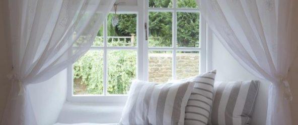 Подоконник в интерьере спальни: несколько интересных идей