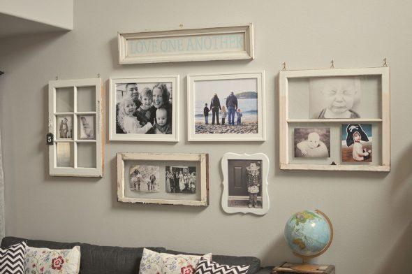 Картины на стене в оригинальных рамках