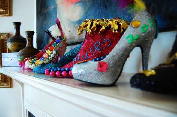 Туфли как украшение эклектического интерьера
