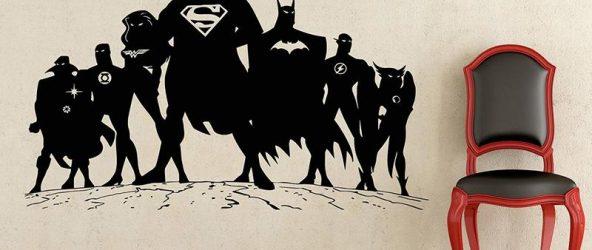 Стикер с супергероями на стене