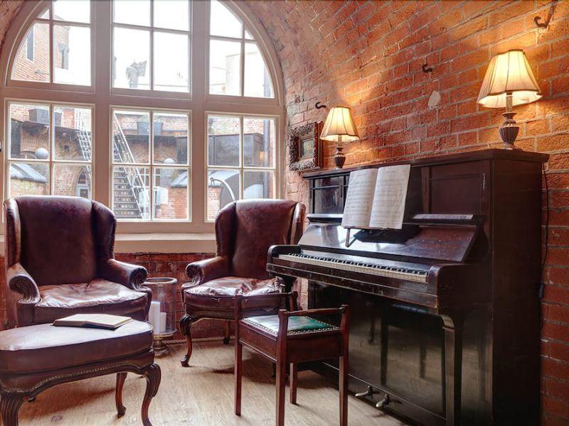 Пианино в современном интерьере: музыкальный инструмент и предмет обстановки