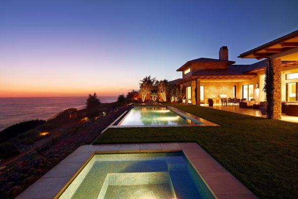 Дом в Калифорнии с двумя бассейнами