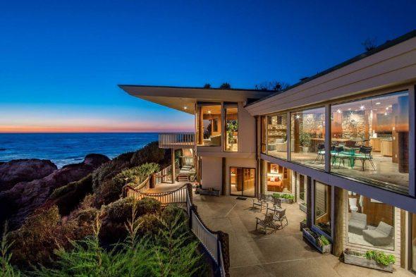 Дом в Калифорнии с большими окнами