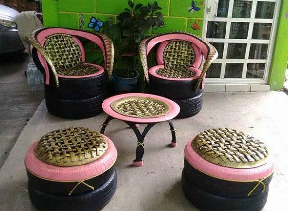 Столик и стулья из покрышек