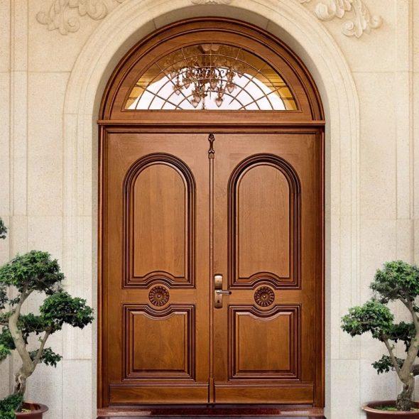 Утепленная деревянная дверь для частного дома