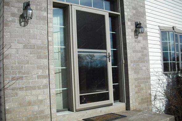 Алюминиевые входные двери в загородный дом