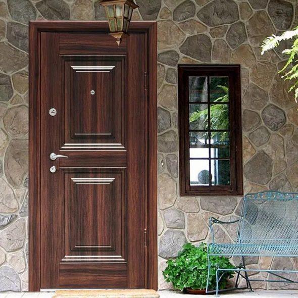 Стальная входная дверь в загородный дом