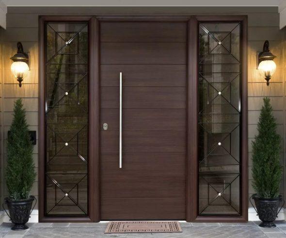 Металлические входные двери с остекленением