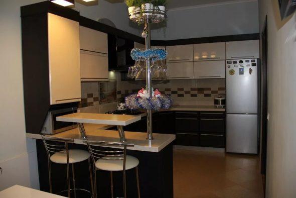 Кухня с мини-барной стойкой