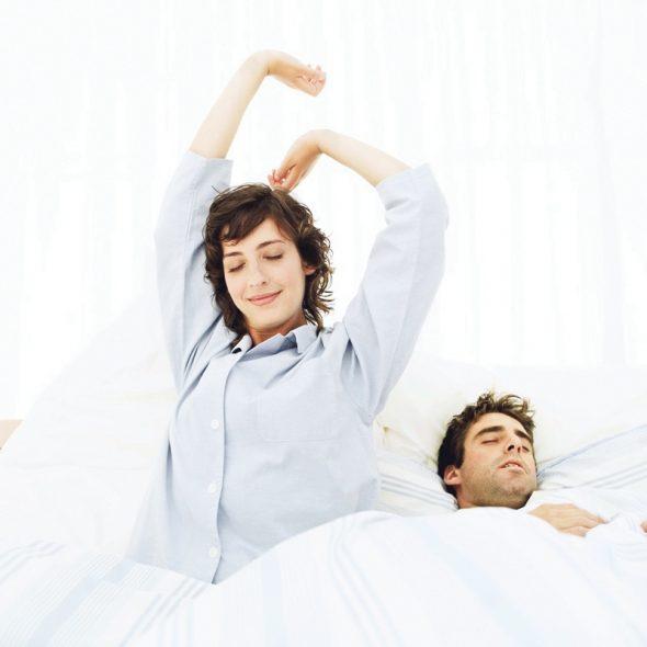 девушка и парень спят