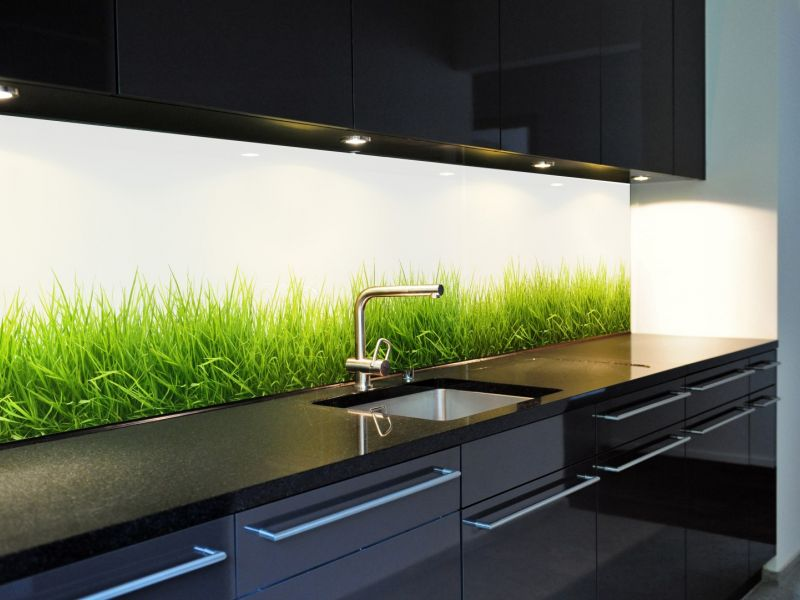 стеклянный фартук на кухню