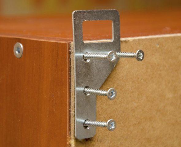 Крепление шкафчика на петли
