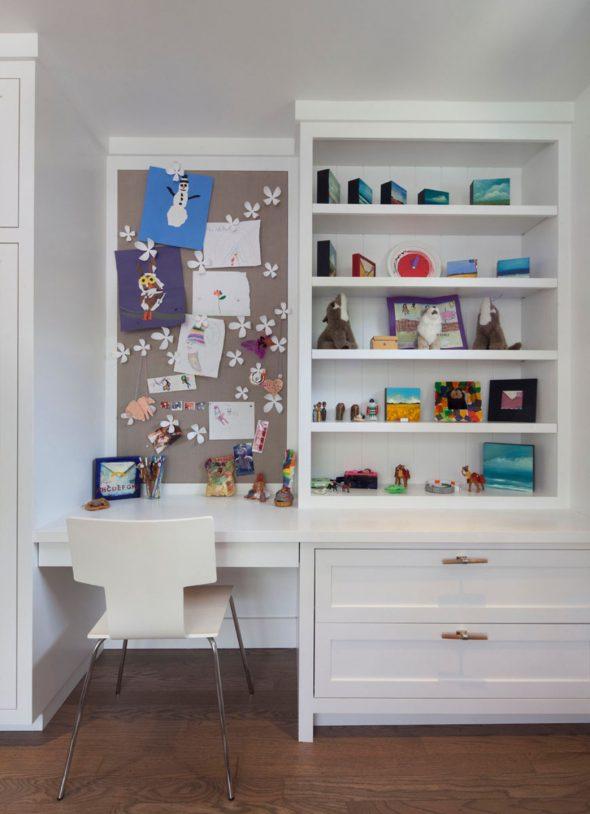Система хранения в комнате девочки