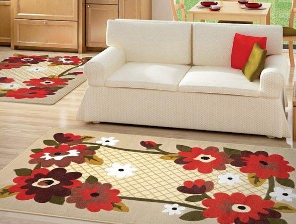 Ковры с цветочным принтом в одной комнате