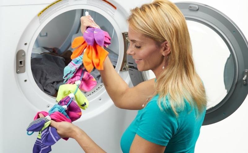 Чем скрепить носки, чтобы они перестали теряться в стиральной машинке