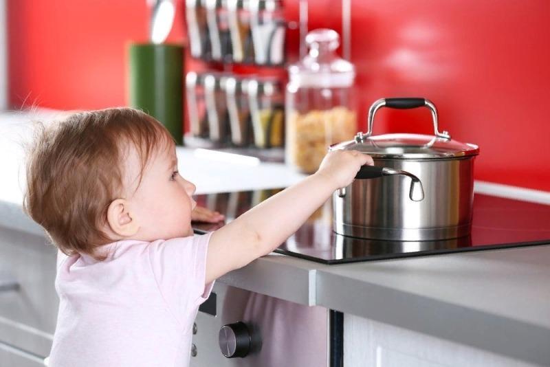 Ребенок в доме: как обезопасить квартиру, чтобы малыш не получил травму